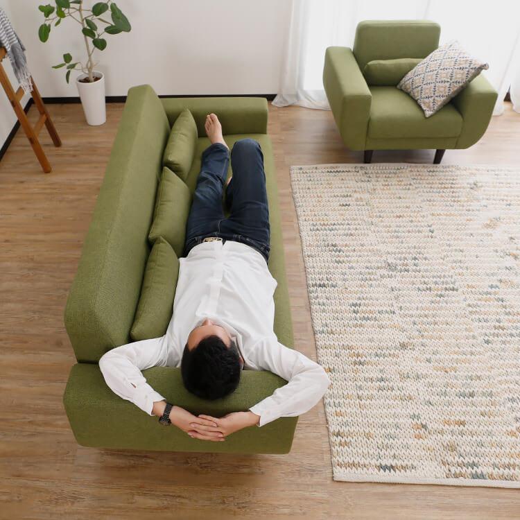 LOWYAの3人掛けデザインソファ