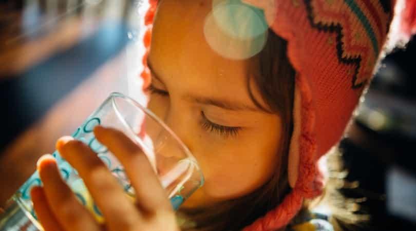 シリカ水は喉が乾く前に飲む